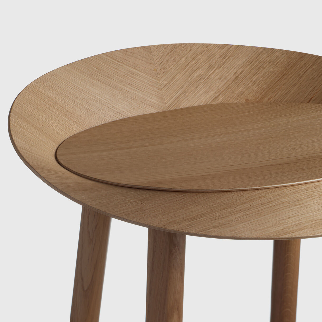 Jean Bar Stool, Oak, Detail