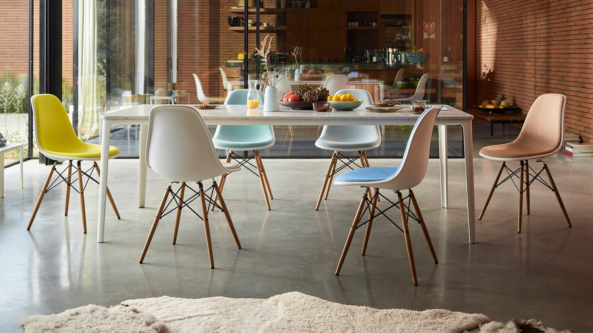 Plate Dining Table, Lifestyle